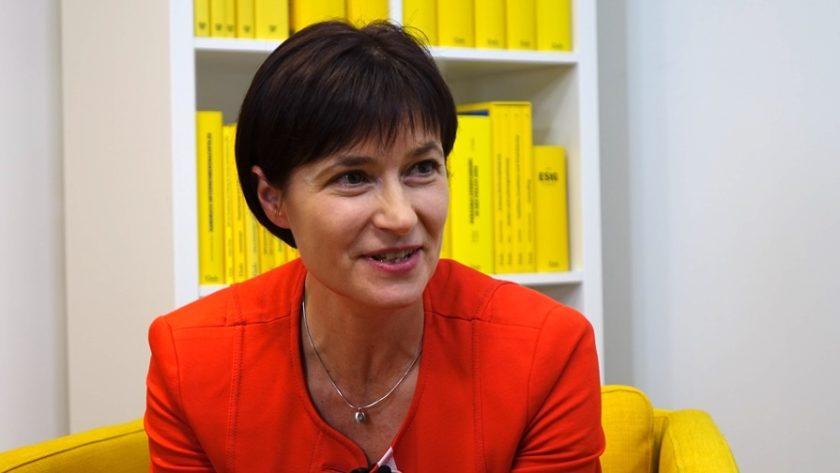 """""""Mein Herz schlug schon immer mehr für die Wissenschaft"""" - Prof. Dr. Sabine Kanduth-Kristen ist Universitätsprofessorin an der Alpen-Adria-Universität Klagenfurt. (Bild: © Linde Verlag)"""