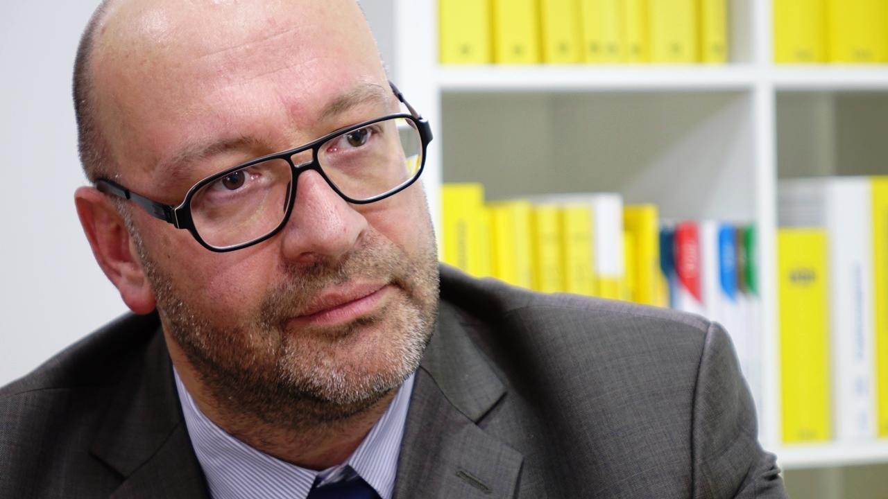 """""""Wir benötigen eine Digitalisierung des Steuerrechts"""" - Mag. Stefan Schuster ist Mitglied des Fachsenats für Steuerrecht sowie des Fachsenats für Arbeits- und Sozialrecht der Kammer der Wirtschaftstreuhänder. (Bild: © Linde Verlag)"""