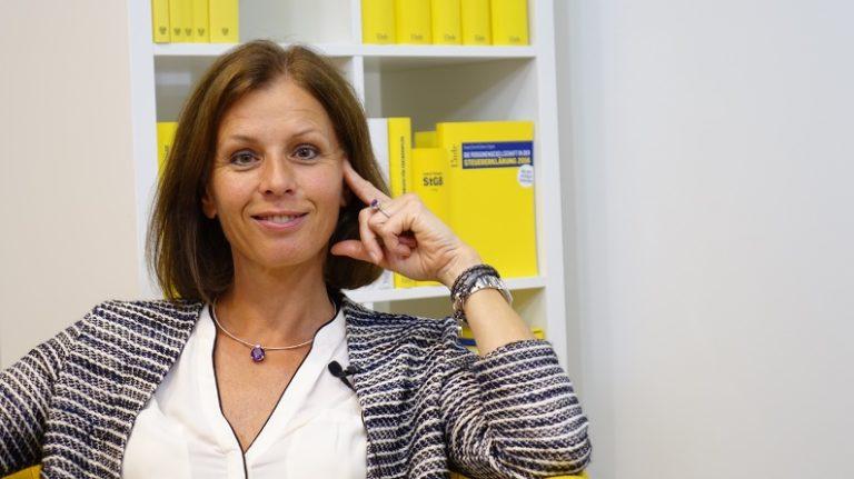 """""""Es ist eine Kunst, die Wünsche der Klienten mit den Anforderungen der Finanzverwaltung in Einklang zu bringen"""" - Mag. Gabriele Hackl ist Steuerberaterin und Wirtschaftsprüferin in Wien. (Bild: © Linde Verlag)"""
