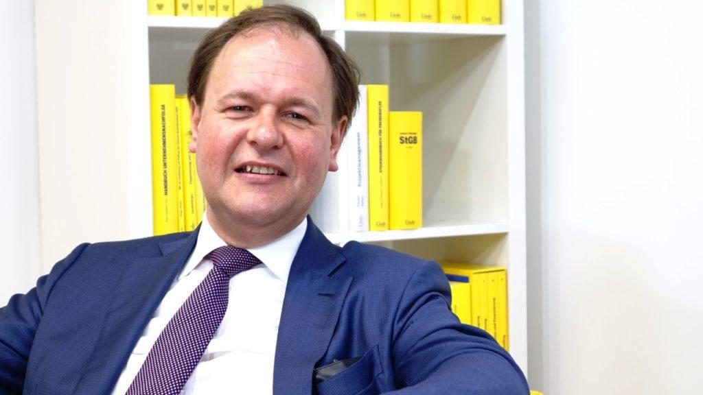 """""""Im Steuerrecht ist der Zug zur internationalen Transparenz nicht mehr aufzuhalten"""" - Dr. Peter Haunold ist Geschäftsführer und Partner einer international tätigen Wirtschaftsprüfungs- und Steuerberatungsgesellschaft in Wien. (Bild: © Linde Verlag)"""