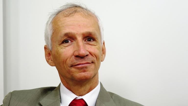 """""""Die Grundstruktur des Verbandsverantwortlichkeitsgesetzes ist verfassungskonform und wird auch im Ausland gelobt"""" - Dr. Fritz Zeder ist Leiter der für strafrechtliche Nebengesetze zuständigen Legislativabteilung im BMJ. (Bild: © Linde Verlag)"""