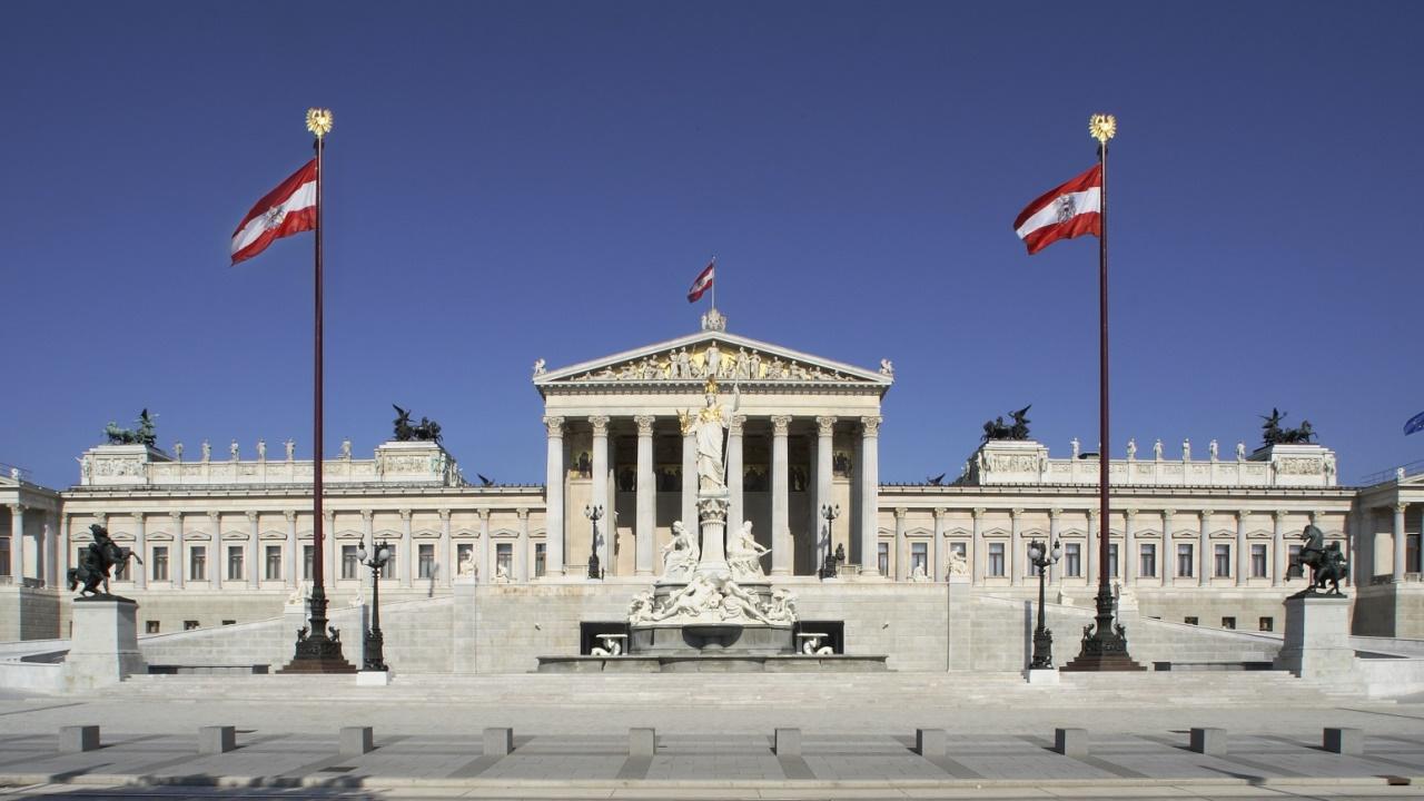 Blick auf die Fassade des Parlamentsgebäudes von der Ringstraßenseite. (Bild: © Parlamentsdirektion Peter Korrak)